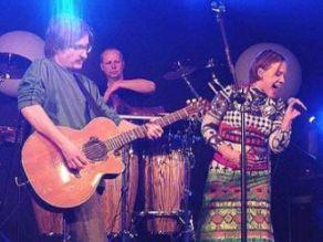 Bel Canto apresentando-se no México no início de 2004