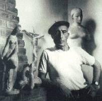 Victor Brecheret em seu ateliê,  década de 1950.