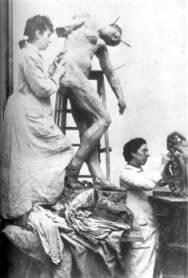 Camille Claudel em seu ateliê