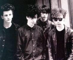 da esquerda para a direita: Douglas Hart, William Reid, Bobby Gillespie e Jim Reid