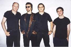 Marcelo Nova (voz e guitarra), Márcio Guedes (guitarra e slide), Lu Stopa (contrabaixo) e Denis Mendes (bateria)