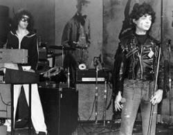O Suicide em uma das primeiras apresentações no CBGB, em 1977