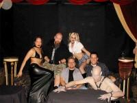 Leonard e os modelos que participaram da divulgação de Bloodlines