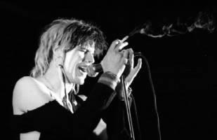 Ian Astbury em um show entre os anos de 1982 a 1983
