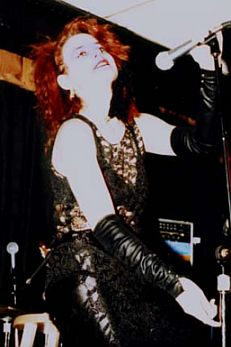 Monica na época em que era do Strange Boutique