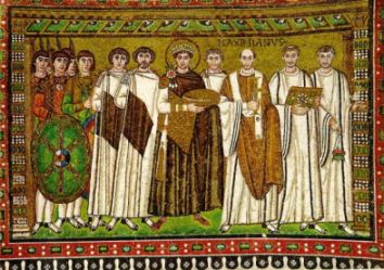 mosaico de San Vitale de Ravena, representando Justiniano  junto aos clérigos e exércitos
