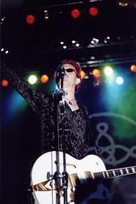 Wayne tocando em São Paulo na turnê de 2002